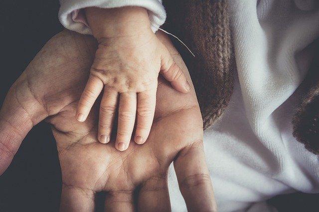 A wziąwszy dzieciątko, postawił je w pośrodku nich… (Marek 9:36-37)